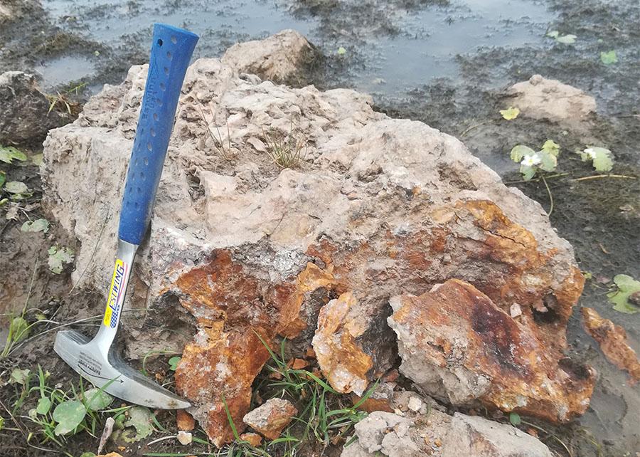 Tierra Dorada quartz boulder