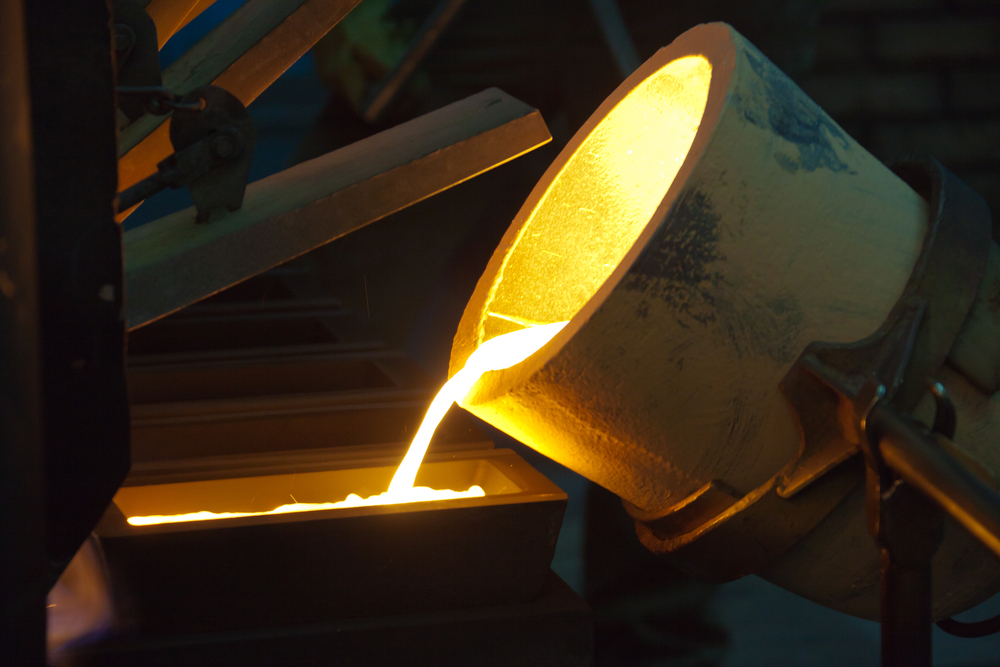 molten gold pouring