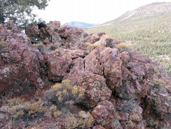 Afbeelding met rots, buiten, lucht, berg  Automatisch gegenereerde beschrijving
