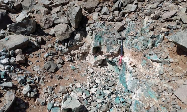 Afbeelding met rots, natuur, aarde  Automatisch gegenereerde beschrijving
