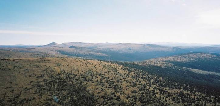 Afbeelding met lucht, buiten, berg, natuur  Automatisch gegenereerde beschrijving